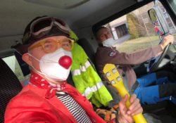 Naši klauni se pustili do nové disciplíny: Klaunování z plošiny! Pozor! Jen pro ty, kdo se nebojí výšek... 😊